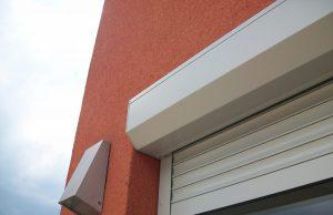 Detail předokenní rolety na balkónu